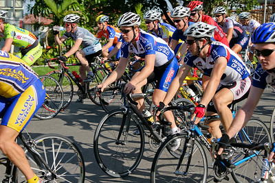 UQ Riders: Will Evans, Mark Frendo, Peter Herzig - 2005 Giro de Brisbane Cycling Criterium, Carina, Brisbane, Australia; linked to the Abruzzo Club. Photos by Des Thureson: http://disci.smugmug.com