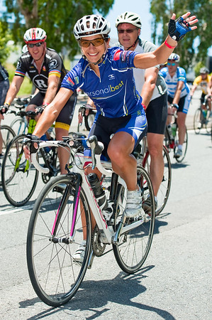 Thanks for the wonderful smile! - Approaching the finish - Queensland Ride Relief, led by Lance Armstrong, Robbie McEwen & Allan Davis; Brisbane, Queensland, Australia; Monday 24 January 2011. Photos by Des Thureson - http://disci.smugmug.com